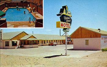 robbers-roost-motel_03.jpg